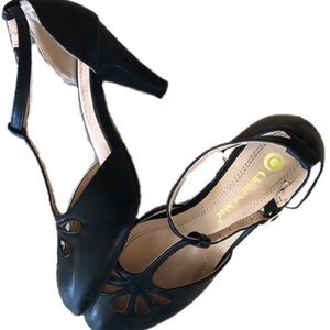 Black leather vintage style black heels 7